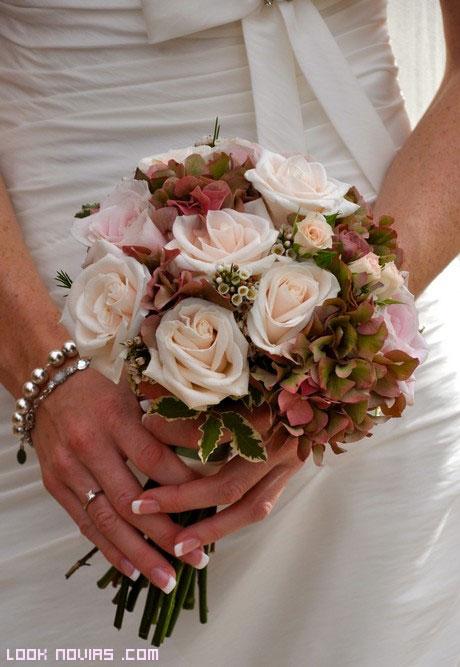 Las rosas en el ramo de la novia